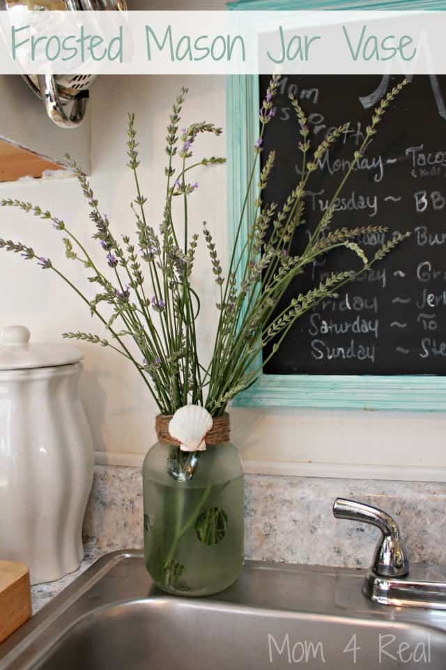 20 Mason Jar Ideas - Frosted mason jar vase