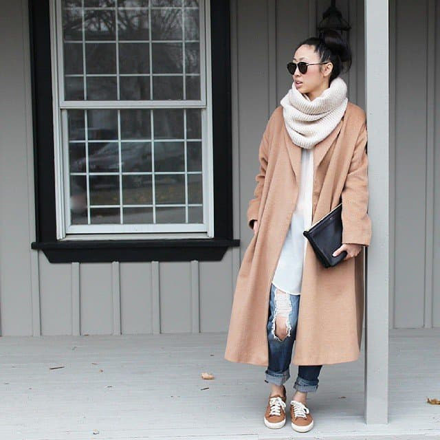 Winter looks: Oversized camel coat, with a cozy scarf dressed down with jeans.