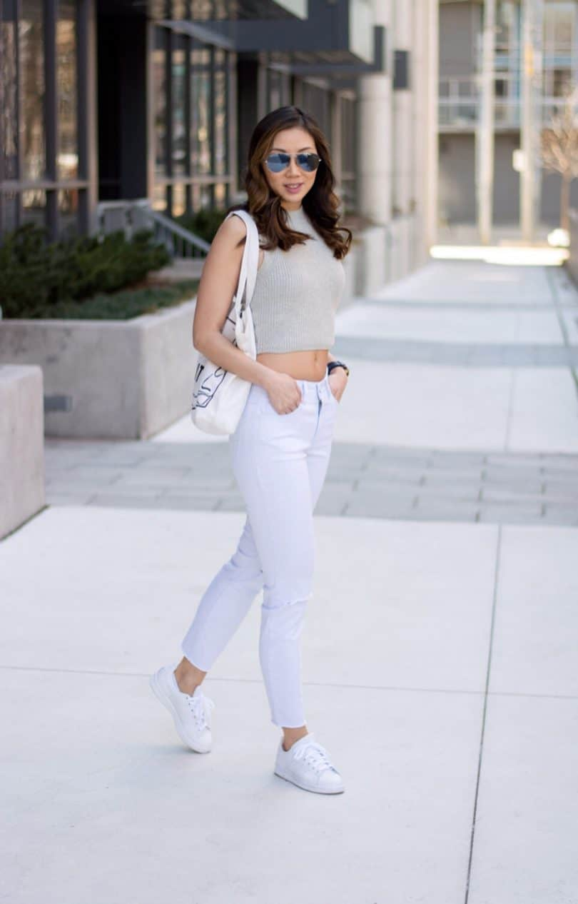 Love white jeans, but they're so hard to keep clean. Tips on keeping your white jeans clean and crisp!
