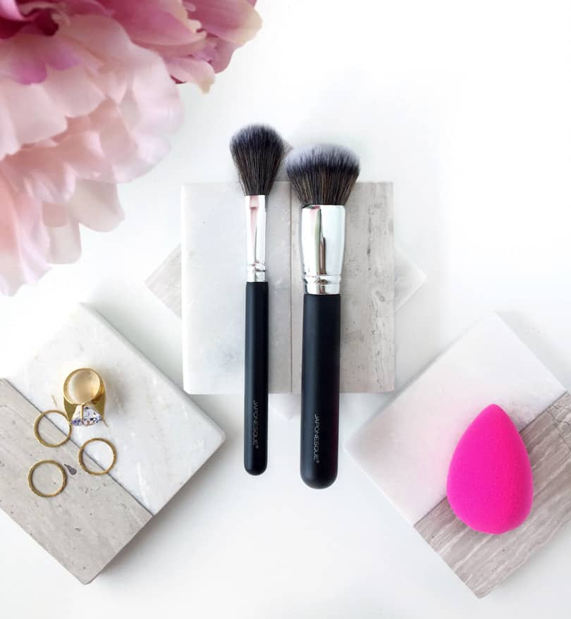 Durable yet ultra-soft, this Must Have Complexion Brush Duo from Japonesque has endless complexion-enhancing capabilities. Rely on them for expert application of highlighters, bronzers, blushes, and powders.