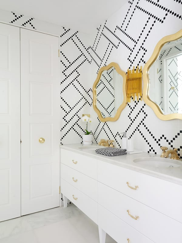 Can you believe this beautiful patterned wallpaper look was created with a Sharpie and a stencil? Check out the details...
