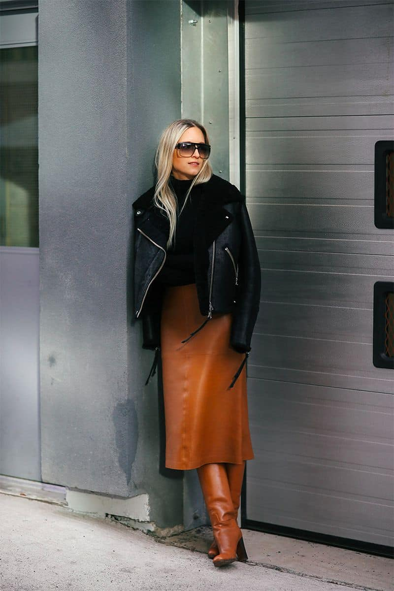 Style blogger: the Fashion Guitar. Leather jacket and leather skirt. Love this winter look!
