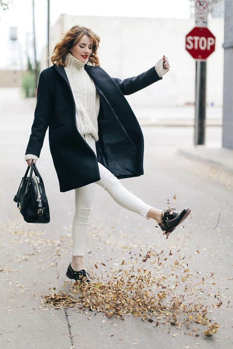Who says you can't wear white in the winter? Love this cute winter look by style blogger Sea of Shoes