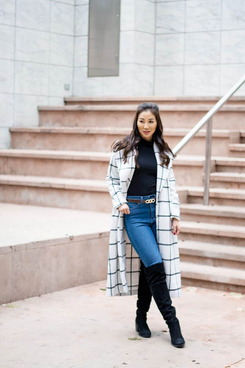 How to Dress for the Cold. Dress for the weather--that's an important element of dealing with cold ... Dress in layers. Use many thin, warm layers rather than a few