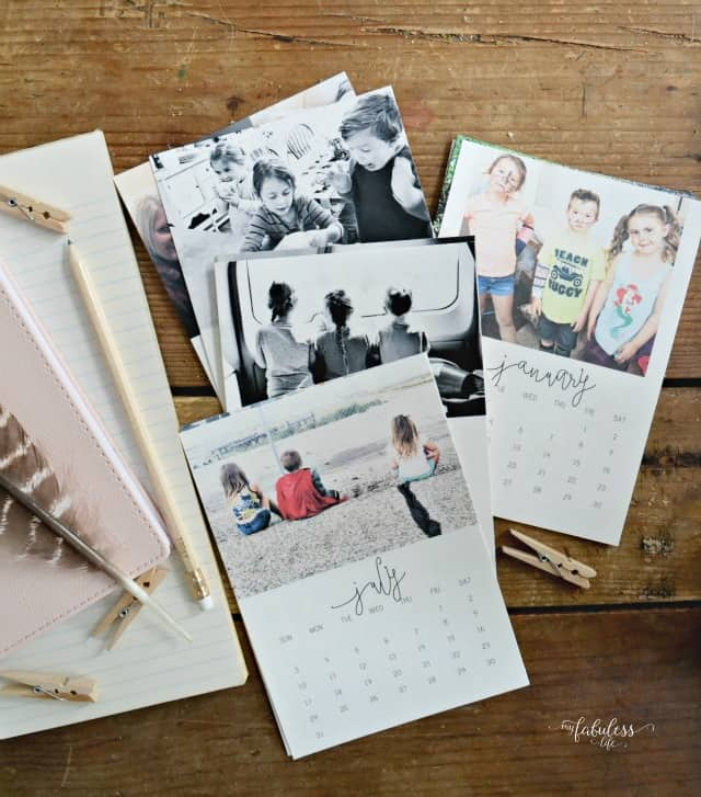 Free calendar printable that you can customize with your own photos. This would make such a great gift too!