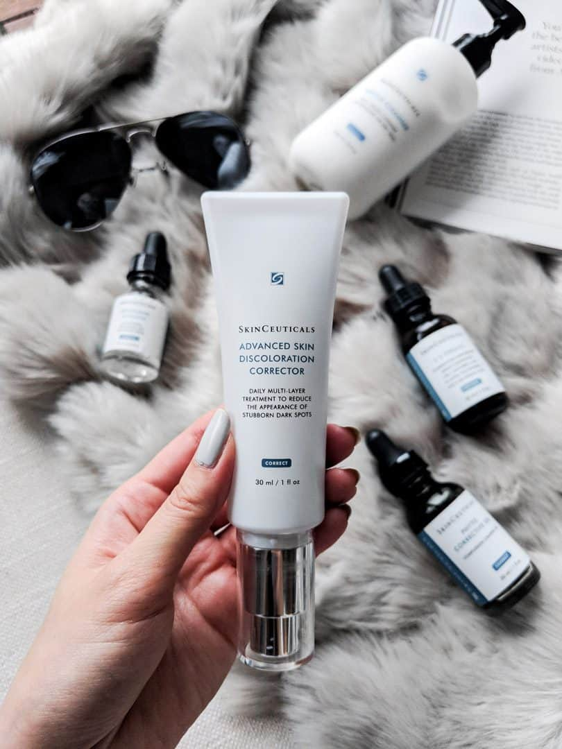Skinceuticals CE Ferulic is an antioxidant serum with a blend of vitamin C, vitamin E, and ferulic acid and the best defense against premature aging, loss of elasticity, and hyperpigmentation skin.
