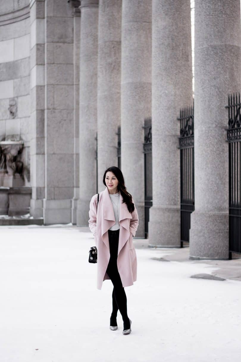 Pink coats are everything right now! Valentino proposed coats in various shades of pink, while Gucci opted for a candy tone.