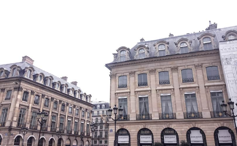 Shopping in place le vendome where Chanel and all the luxury boutiques are in Paris #traveldiaries #wanderlust