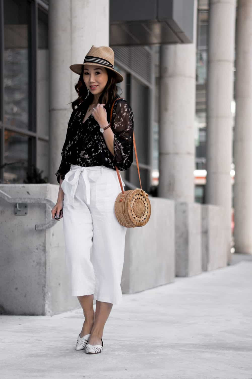 Summer #LOTD: White culottes, print blouse from Alison Sheri, Bali basket bag, Vince Camuto flats