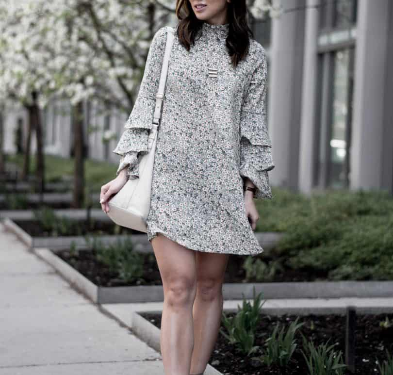 Close up look at layered sleeve daisy print floral dress. #streetstyle #fbloggers