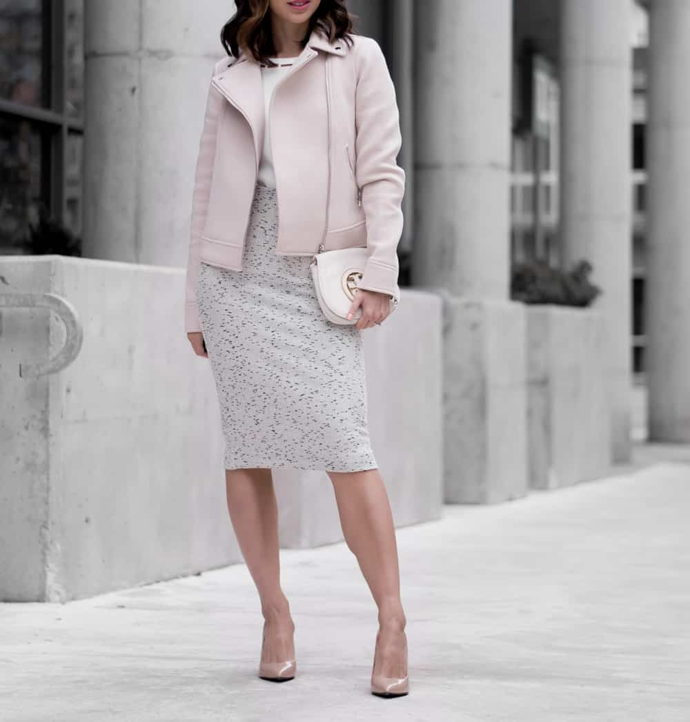 Pencil skirt, white blouse, nude pumps - perfect office wear #ootd #streetstyle