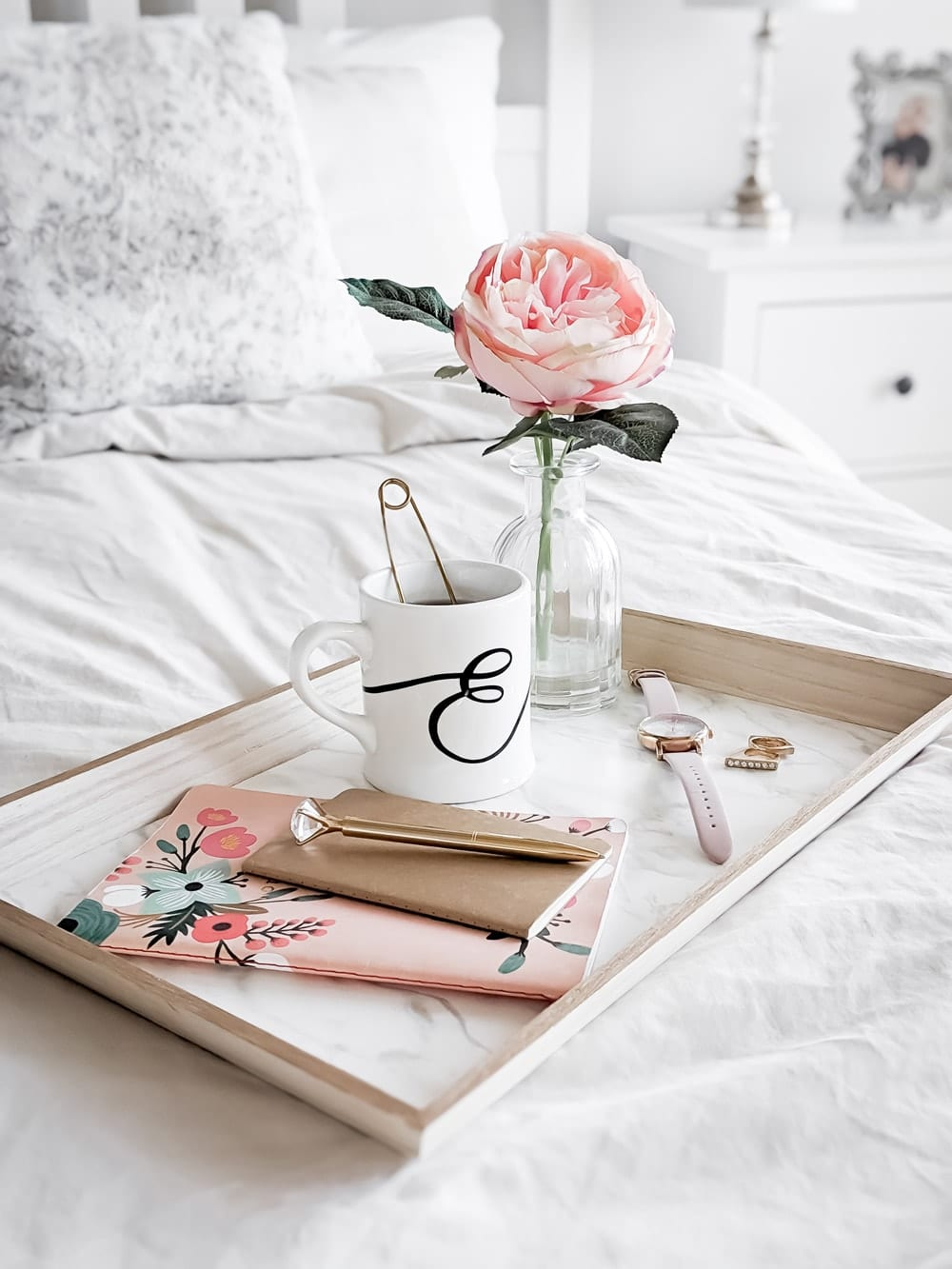 Do it yourself home decor - DIY marble and gold breakfast tray