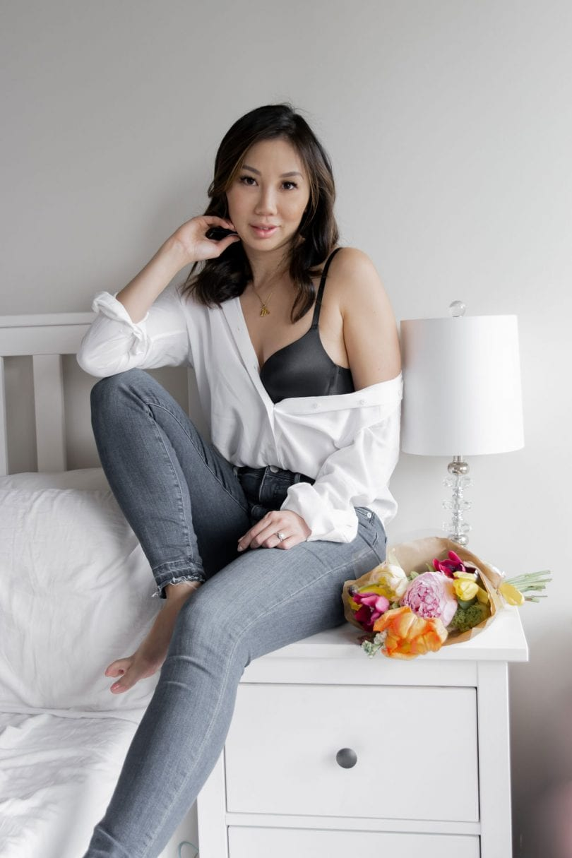 Casual look with jeans white shirt - Upbra t-shirt bra review