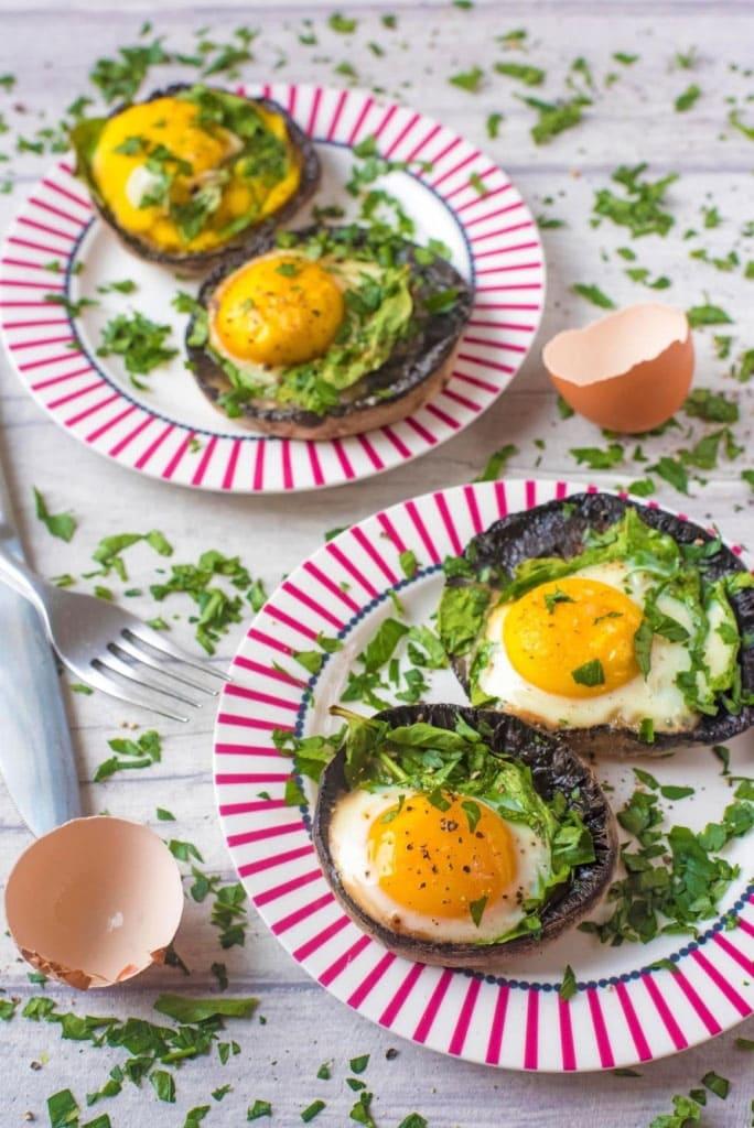 Healthy Breakfast Ideas - Eggs baked in portabello mushrooms