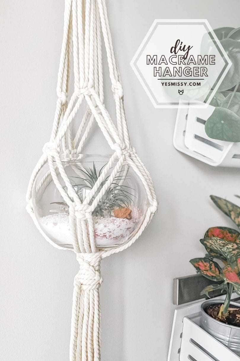 How to make this easy macramé plant hanger in 30 minutes with this step by step tutorial on yesmissy.com