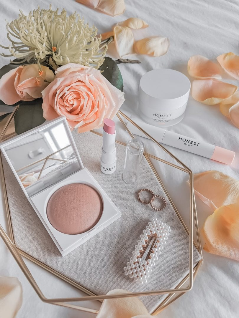 Some of my natural beauty favourites from Honest Beauty: Luminizing Glow Powder, Extreme Length Mascara and Lash Primer, Tinted Lip Balm, and Hydrogel Face Cream