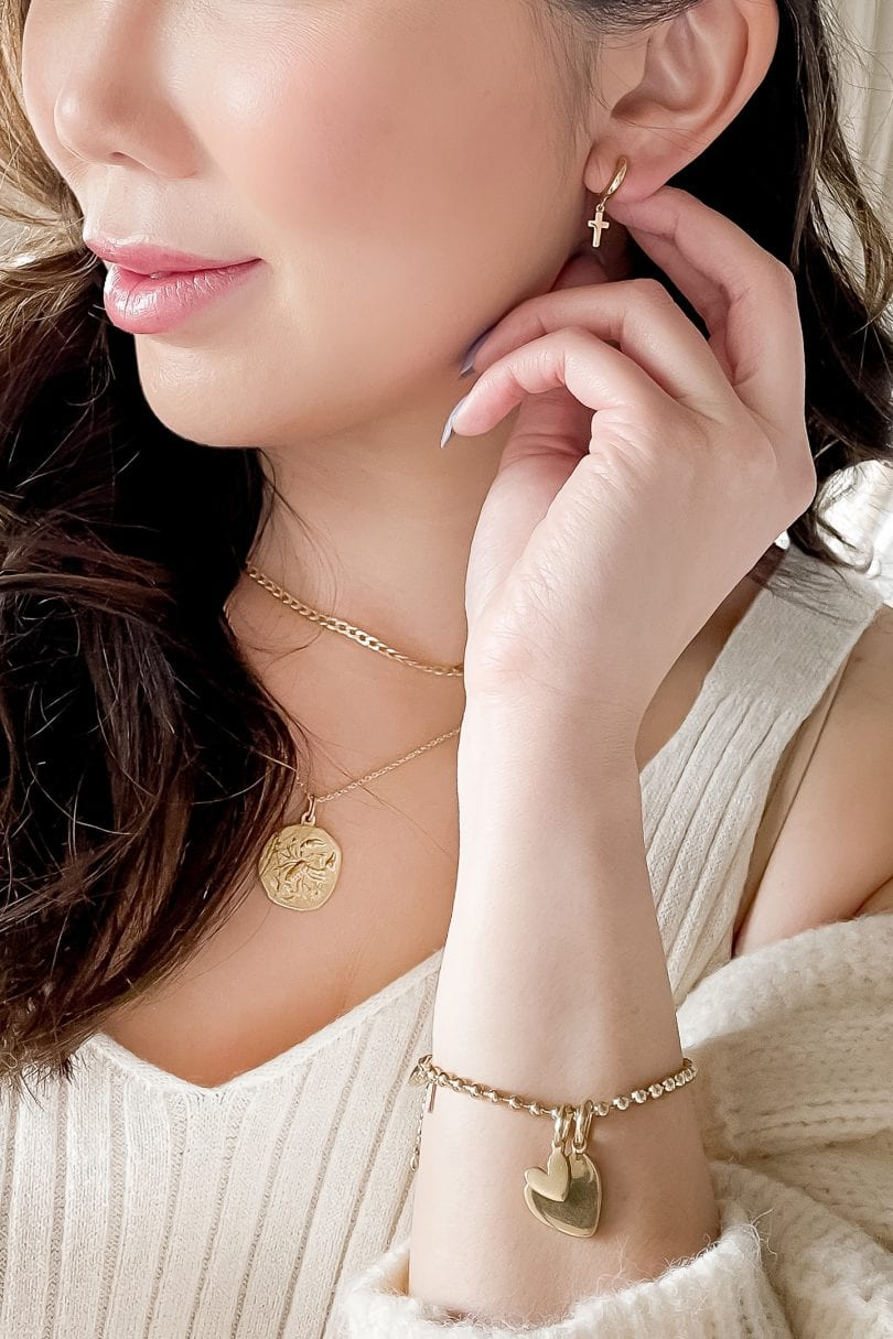 Daint jewelry pieces made my Rellery Jewelry. High quality, ethicially made daily jewelry pieces in silver and gold.