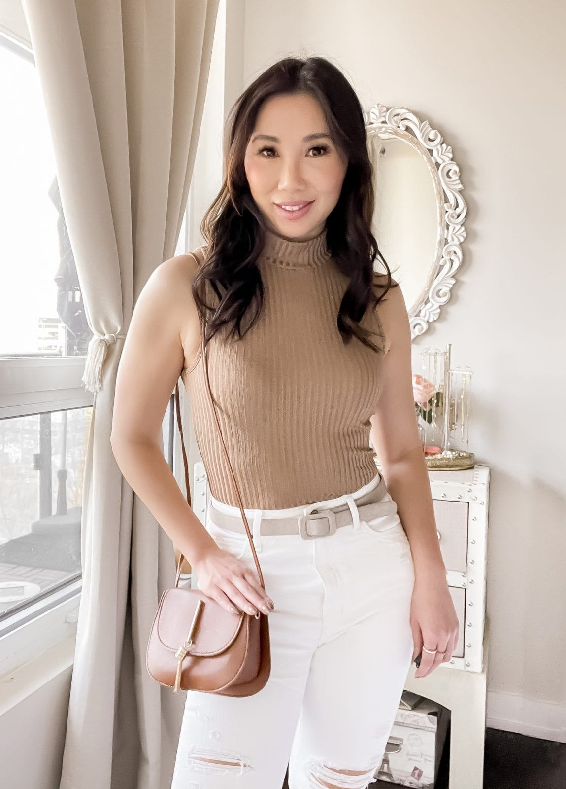 Summer outfit: cute turtleneck top with white jeans and saddle bag