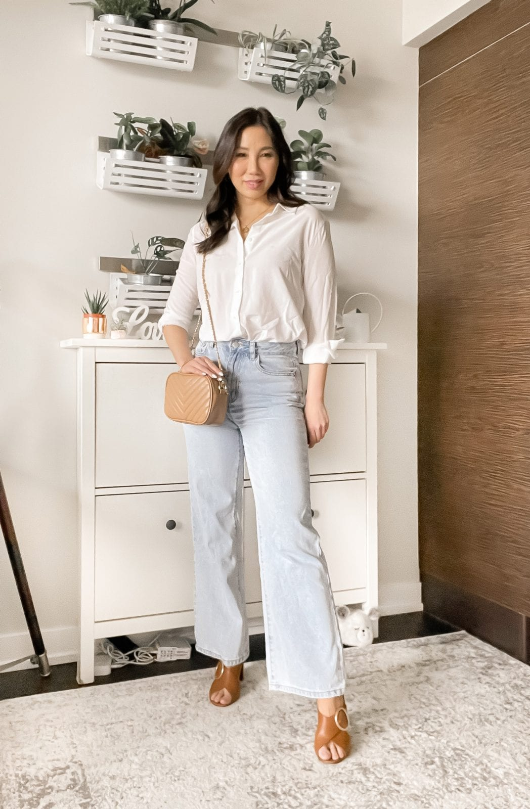 Chic wide leg jeans look with button down shirt styled by Eileen Lazazzera of yesmissy.com
