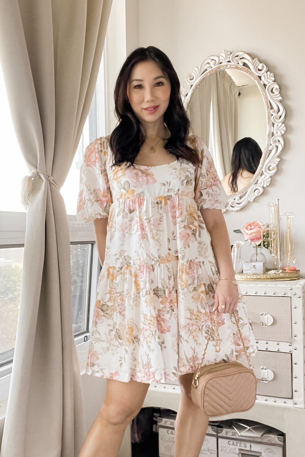 3 must-have summer dresses from Ever New - This babydoll dress is the perfect casual dress for warm weather season with cute puff sleeve and a floral print.