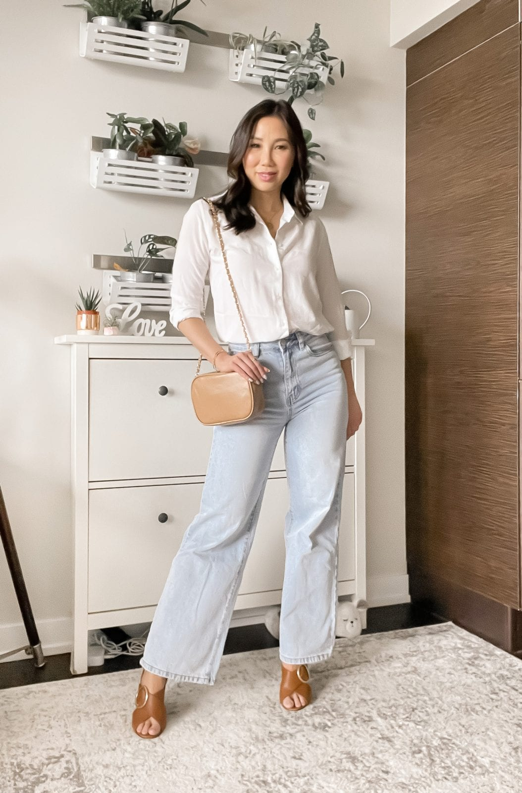 Wide leg jeans street style inspiration with button down shirt.
