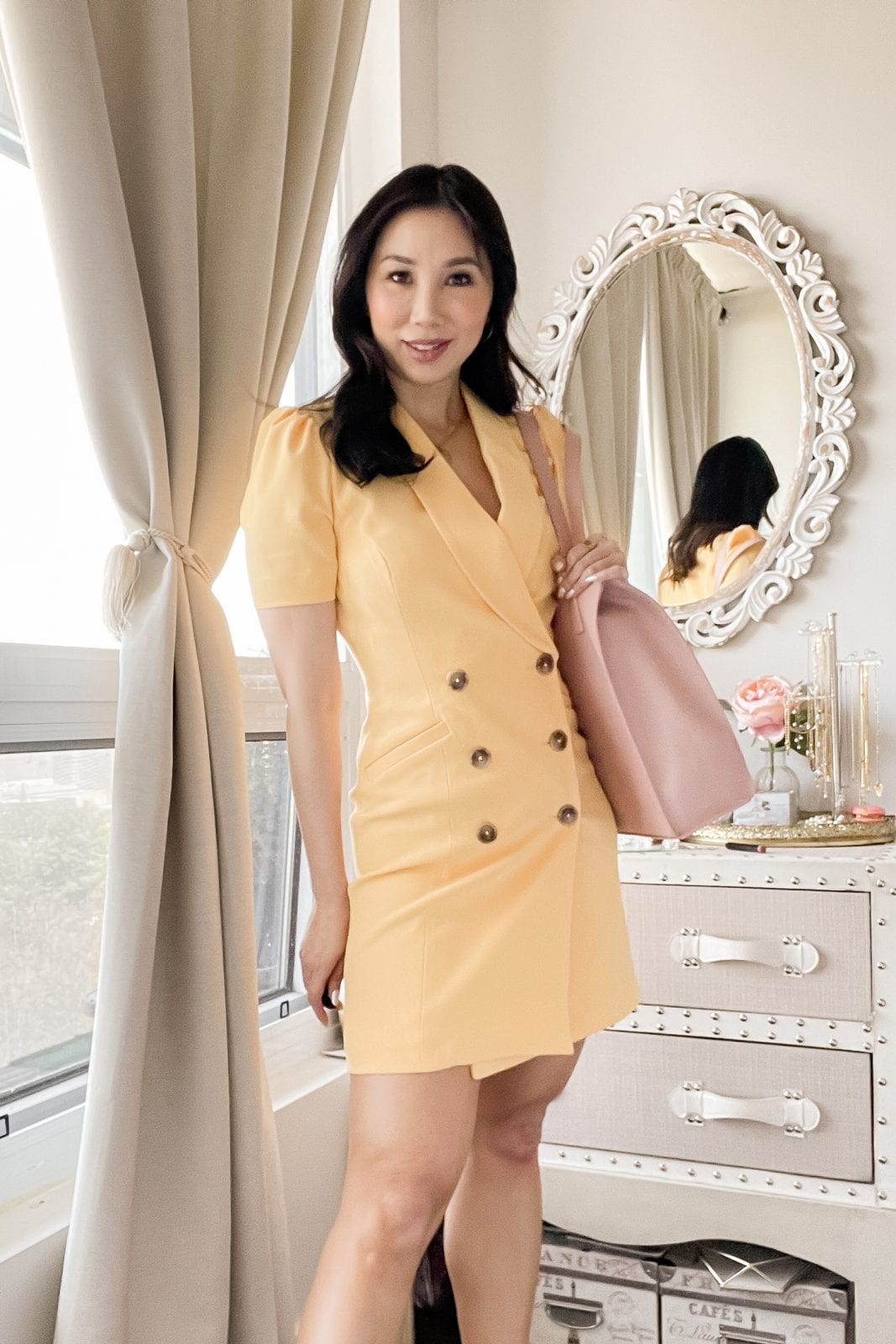 This cute yellow blazer dress will make a polished impression! This look is finished off with some gold jewellery and a classic heel for the ultimate feminine vibes. Check out more chic outfit ideas on yesmissy.com